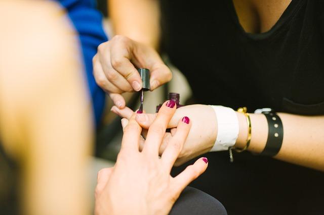 La manucure pour le soin des ongles