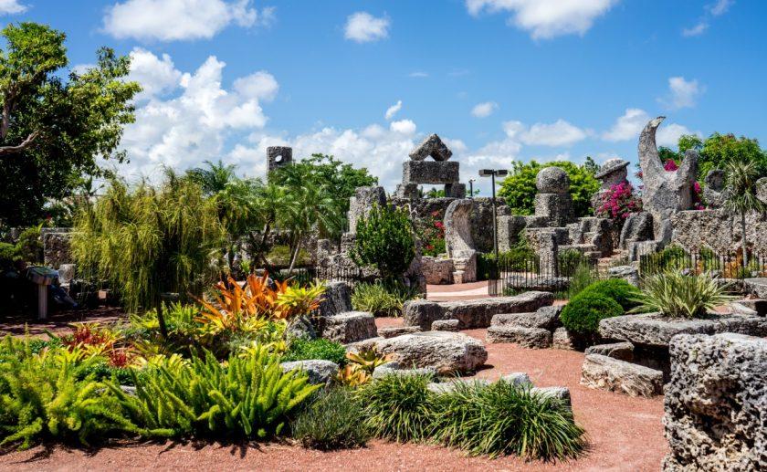 Coral Castle, Carhenge et la Zone 51 : 3 sites insolites à visiter aux USA